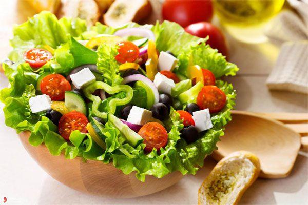 Salad với sốt sữa chua - món ngon cho cả gia đình