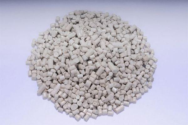 Hạt nhựa ABS có màu trắng đục