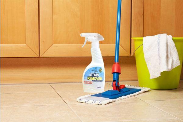 Phải làm sao khi keo dính chuột dính xuống sàn?