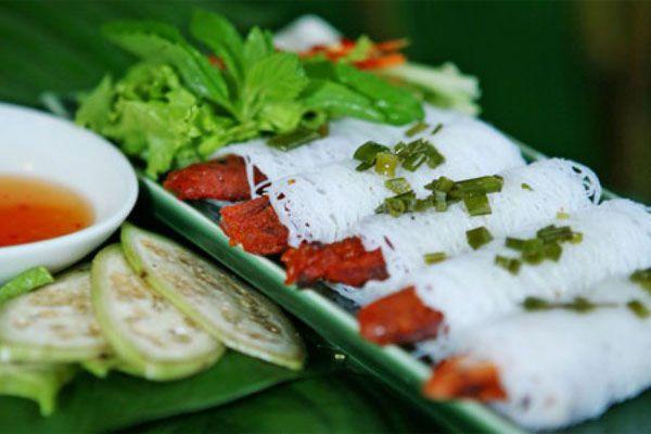 Nem nướng là một trong những món ăn được nhiều người yêu thích